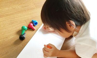 お絵かきは知育につながる?1歳でも遊べる人気の絵画玩具とは